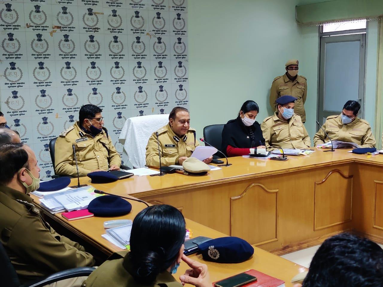 पुलिस आयुक्त ने पुलिस अधिकारियों के साथ कि क्राइम मीटिंग
