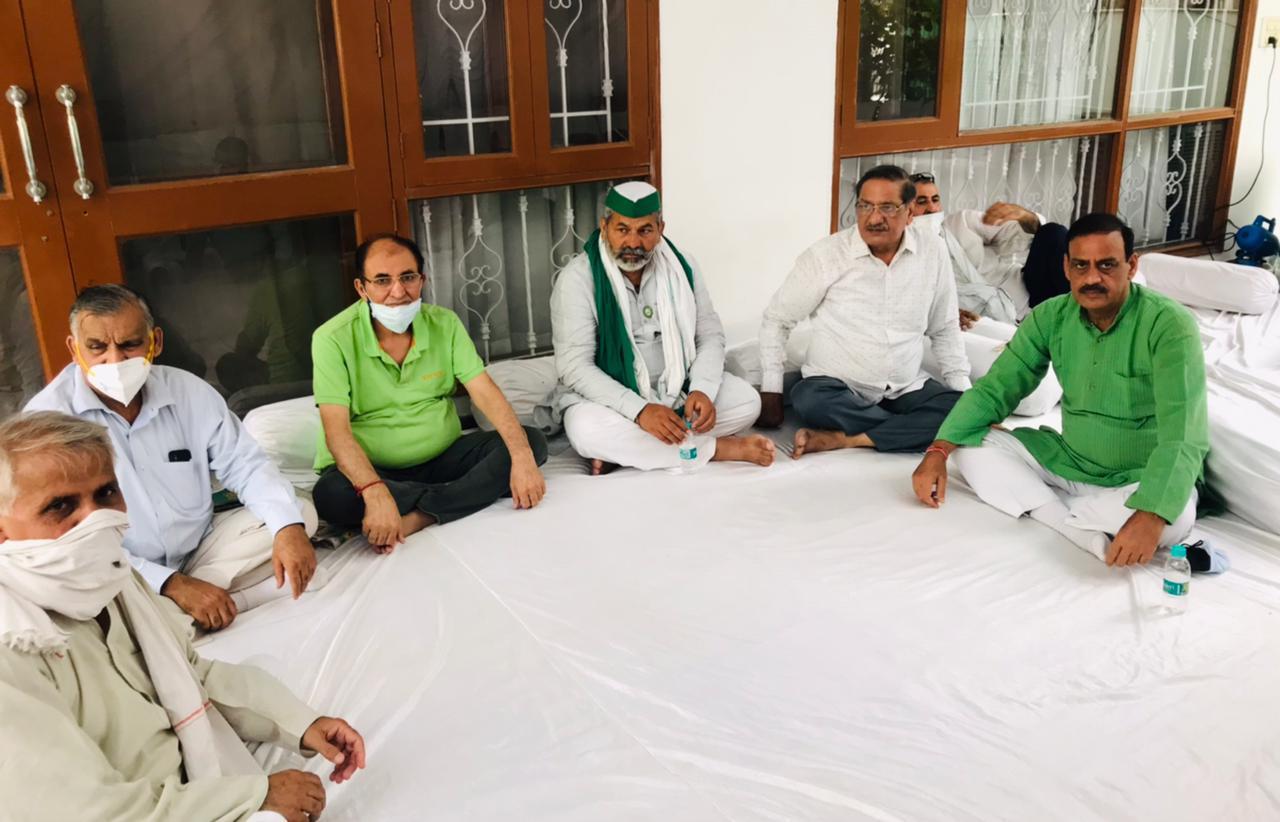 किसान नेता राकेश टिकैत ने दी आर एस राठी को श्रद्धांजलि