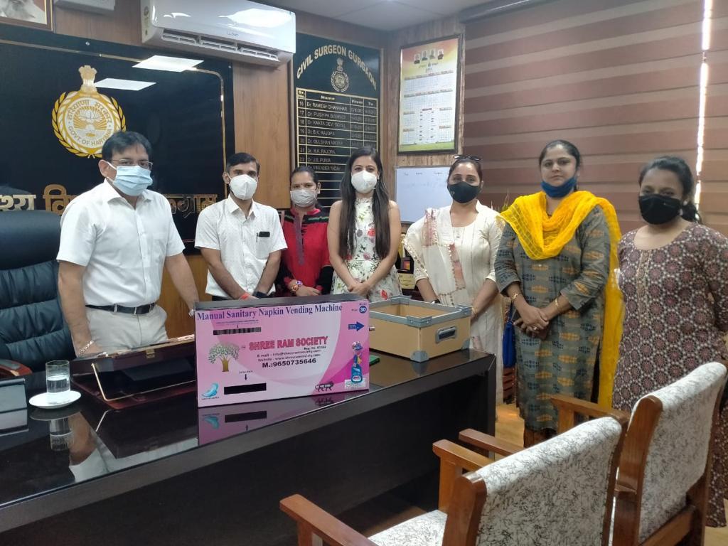 श्रीराम सोसाइटी द्वारा गुरुग्राम सीएमओ ऑफिस में लगायी गई सेनेटरी नैपकिन वेंडिंग मशीन